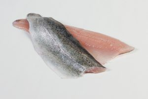 102000-1_Forel filet met vel